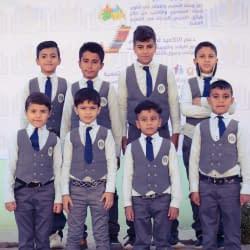مجموعة من طلاب السفير